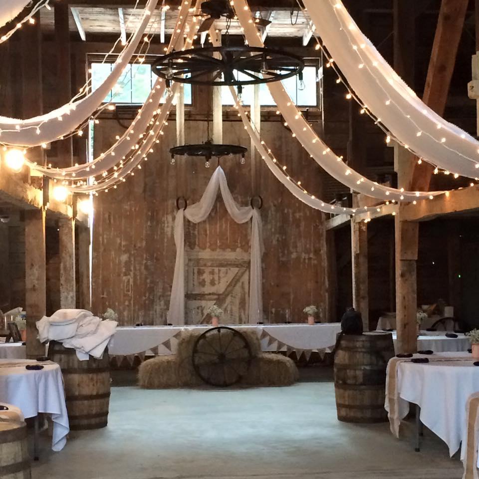 Maine wedding venues a barn in dayton me maine wedding dj for Wedding venues in maine