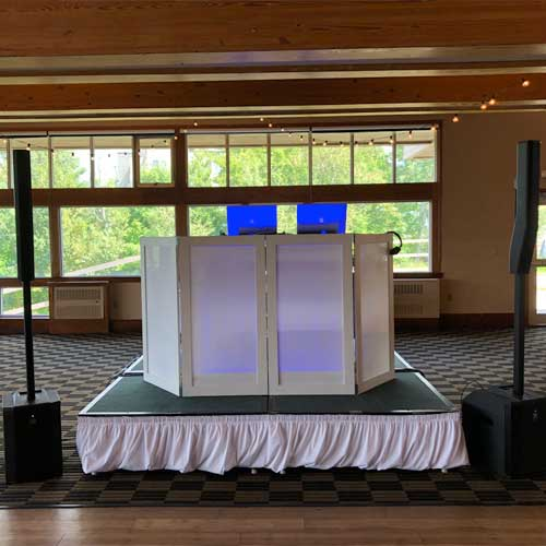 dj setup for a sugarloaf mountain wedding in carrbassett maine